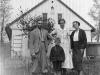 15.-Viktor-Liberda-S-Rodinou-Pred-Svym-Domkem-C.P.-165---Foto-Z-Dubna-1934